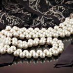 Perlenkette-mit-Spitze