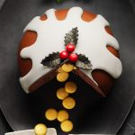 06-xmas-pudding-cake-gold-buttons-0273