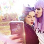 872-p-urbjungle-selfie-betty-roxy-17q3890-v2