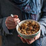 granola-hands-vert